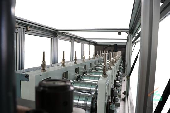 广东加强型轻钢别墅龙骨机